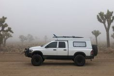 The hottest trend in the car-camping and overland world right now is the lightweight pop-top truck camper. It combines a truck topper shell and a rooftop tent. These go-anywhere truck campers are ready for adventure! Pickup Bed Camper, Pop Up Truck Campers, Off Road Camper, Truck Bed Tent, Truck Bed Camping, Truck Toppers, Truck Camper Shells, Camper Tops, Overland Trailer
