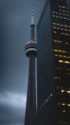 Great picture of CN Tower! Wallpaper Toronto, City Wallpaper, Ovo Wallpaper, Wallpaper Wallpapers, Toronto Photography, Urban Photography, Travel Photography, Grunge Photography, Minimalist Photography