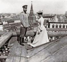 Николай II и Императрица Александра Федоровна на крыше Большого Кремлевского дворца, Москва, 1903 год.