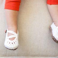 Bebek Örgü Patik Yapılışı 5 Knitted Booties, Booty, Leather, Babies, Fashion, Moda, Swag, Babys, Fashion Styles