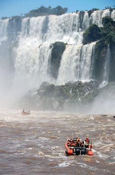 Pictures of Iguazu Falls and Puerto Iguazu in Welcome Argentina, images to enjoy and visit the area Beautiful Places To Visit, Great Places, Places To See, Backpacking South America, Backpacking Asia, Puerto Iguazu, Argentina Culture, Visit Argentina, Fantasy Island