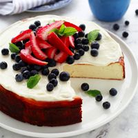 Read our delicious recipe for 160 Cal Cheesecake Recipe, a recipe from The Healthy Mummy, which will help you lose weight with lots of healthy recipes. Healthy Cheesecake Recipes, Gourmet Recipes, Delicious Desserts, Dessert Recipes, Yummy Food, Protein Desserts, Diabetic Desserts, Baking Recipes, Healthy Mummy