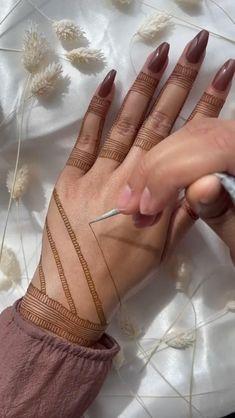 Mehndi Designs Front Hand, Finger Henna Designs, Back Hand Mehndi Designs, Latest Bridal Mehndi Designs, Henna Art Designs, Modern Mehndi Designs, Mehndi Designs For Girls, Mehndi Designs For Beginners, Mehndi Designs For Fingers