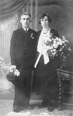 Vintage Wedding Photos, Vintage Weddings, Wedding Pictures, Black Wedding Gowns, Black Bride, Vintage Photography, Marie, Bridal, Portrait