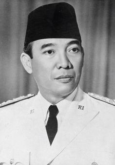 Dr.(HC) Ir. Soekarno 18 Agustus 1945 – 12 Maret 1967 (21 tahun)