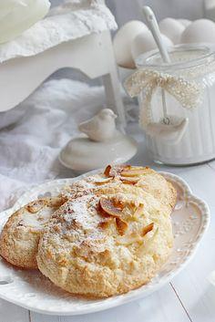 BLOGKONYHA: Kókusz Muffin, Breakfast, Food, Morning Coffee, Essen, Muffins, Meals, Cupcakes, Yemek