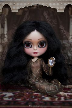 Amal NOW ON... by erregiro, via Flickr For an absolutely just plain cute out of the box face the Blythe doll has it all - just have to find one of these!