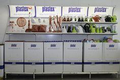 Made in Finland. Plastexin hyllykokonaisuus on näyttävä ja pirteä joka kaupan varuste!
