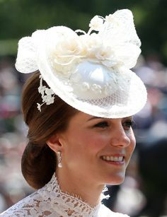 Kate Middleton Photos - Catherine, Duchess of Cambridge is seen in the Parade Ring as she attends Royal Ascot 2017 at Ascot Racecourse on June 2017 in Ascot, England. Kate Middleton Hair, Princesse Kate Middleton, Kate Middleton Photos, Diana, Royal Ascot Hats, Princesa Kate, Catherine The Great, Isabel Ii, Prince William And Catherine
