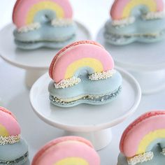 3D Rainbow and Cloud Macarons Gram Powder, Macaron Template, Macaron Filling, Vanilla Macarons, Macaroon Recipes, Swiss Meringue Buttercream, Gel Food Coloring, Rainbow Cloud, Piping Tips