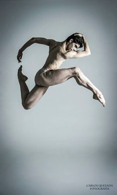 Yubal Morales - Foto: Carlos Quezada Male Ballet Dancers, Ballet Boys, Figure Photography, Dance Photography, Figure Drawing Models, Save The Last Dance, Human Poses, Human Reference, People Dancing