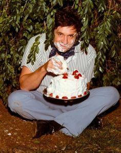 c. 1970s: Johnny Cash eating a cake