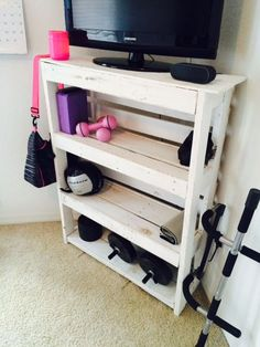Made a shelf out of pallets The post DIY Pallet Shelf appeared first on Pallet Ideas. Diy Projects Garage, Diy Pallet Projects, Pallet Ideas, Wooden Projects, Recycled Pallets, Wood Pallets, Pallet Benches, Pallet Couch, Pallet Tables