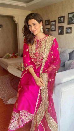 Pakistani Formal Dresses, Pakistani Wedding Outfits, Indian Bridal Outfits, Indian Bridal Fashion, Indian Fashion Dresses, Dress Indian Style, Pakistani Dress Design, Indian Designer Outfits, Designer Dresses