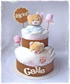 Gâteau de couches Noursines cake composé de 2 doudous idéal pour la naissance de jumelles