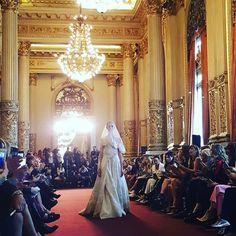 Laurencio Adot presentó Elsita, su coleccion de Alta Costura SS 16/17 en el Teatro Colón.