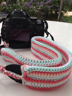 Gehaakte camera band / crochet camera strap