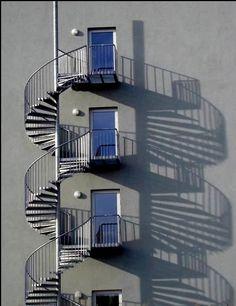 Заказать изготовление наружной металлической лестницы   lestnitsy.ru
