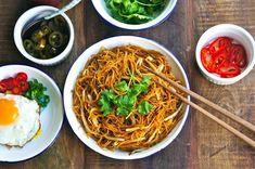 Diese vier Nudelrezepte sind einfach und schnell, geben herrliche Alltagsmenüs ab und helfen Ihnen, sich mit der asiatischen Küche anzufreunden.