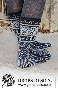 Knitted socks in DROPS Fabel. The piece is worked top down with Nordic pattern. Loom Knitting Patterns, Knitting Stitches, Knitting Socks, Free Knitting, Drops Design, Crochet Socks, Knitted Hats, Knit Crochet, Magazine Drops