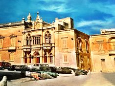 °Valletta, alte, wunderschöne Gebäude überall....°Valletta, old, beautiful buildings everywhere .... Malta, Mansions, House Styles, Beautiful, Europe, Forts, Sicily, Mediterranean Sea, Temple