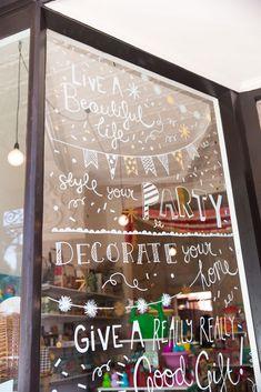LARK STORE - Laura Blythman Studio. Muchísimas ideas de interiorismo de tiendas y de escaparatismo en este tablero de Allison Holland. Bravo por ella.