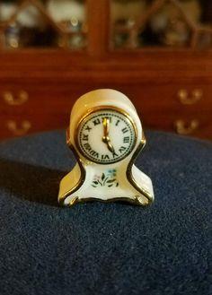 Carol Pongracic - porcelain clock