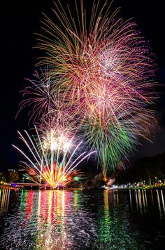 Nice pic of Foti's Adelaide Australia Day 2013 display across the River Torrens. (Photo: Micky Jeffery) — at River Torrens. #fireworks