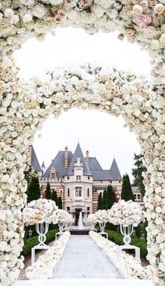 Castle Wedding – Castle Wedding Tagged at muzzikuminfo. All White Wedding, White Wedding Bouquets, French Wedding, Dream Wedding, Wedding Day, Perfect Wedding, Wedding Dreams, Wedding Reception, Wedding Arches