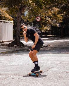 Tendências de Moda Masculina Primavera / Verão Para 2021 Men Style Tips, Male Beauty, Short Outfits, All Black, Skateboard, Hot Guys, Sporty, Mens Fashion, Poses