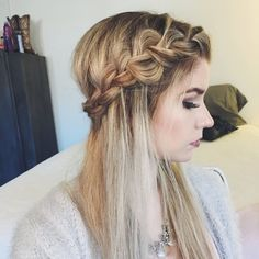 Feel like a princess with this super romantic braid. Watch the video and discover the amazing Bumble and bumble products used to achieve it.