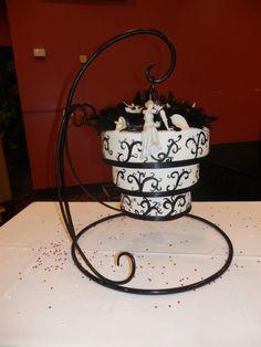 Hanging Chandelier Cake www.cakestackers.com