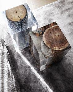 Swiss Chalet by Kelly Hoppen - Tempo da Delicadeza maravilhosas mesas laterais em acrílico McCollin Bryan, blocos em acrílico e madeira Bleu Nature e abajures da Porta Romana
