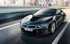 Bereits seit 3 Jahren ist der BMW i8 auf den Straßen von Deutschland unterwegs. Jetzt kommt die verbesserten Roadster Variante.