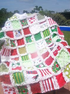 I really love this quilt..........and would proudly add it to my grinch collection!
