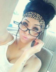 Love her hair and the cheetah headband. <3