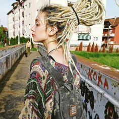 Young lady walks across a bridge with long blond Dreads tied into ponytail. Dreadlocks Court, Dreadlocks Girl, Wool Dreads, Locs, Braided Dreadlocks, Dreadlock Styles, Dreads Styles, Hair Styles, White Girl Dreads