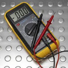 Arreglo de un fallo de tierra con un multímetro en un sistema de alarma contra incendios