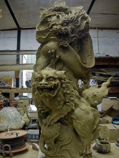 Asian Sculptures, Fu Dog, Thai Art, Japanese Dragon, Japanese Aesthetic, Dragon Art, Sculpture Clay, Japan Art, Chinese Art
