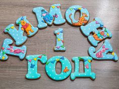 Winnie the pooh on letters. Cookies For Kids, Baby Cookies, Iced Cookies, Fun Cookies, No Bake Cookies, Macaroon Cookies, Meringue Cookies, Macaroons, Alphabet Cookies