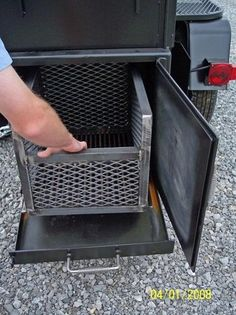 Fire basket w/ pull out ash pan, Neat!
