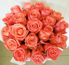 Różowe róże w okrągłym flowerboxie. Chrzest, urodziny, rocznica ślubu? Każda okazja będzie dobra, żeby go wręczyć.