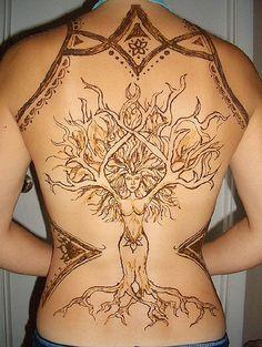 on a henna tree roll! Piercing Tattoo, Arm Tattoo, Piercings, Line Tattoos, Body Art Tattoos, Henna Tree, Native Tattoos, Goddess Tattoo, Tree Woman
