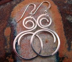 Fine Silver / Sterling Silver Earrings por StrungOutDesigns en Etsy