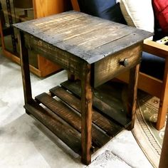 Pallet Wood End Table. Just a original table that would look cool. Not to big and not to small.