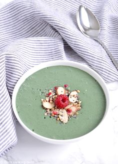 My Favorite Spirulina Smoothie Bowl. Packed with protein this delicious and creamy spirulina smoothie bowl with peanut butter is a perfect energy boost! Brunch Recipes, Dessert Recipes, Smoothie Bol, Smoothie Bowl Green, Easy Meal Prep Lunches, Spirulina Powder, Nutrient Rich Foods, Easy Healthy Breakfast, Breakfast Ideas