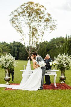 Casamento em São João del Rei – Juliana e Luiz http://lapisdenoiva.com/casamento-juliana-e-luiz/ Foto: Laura Fonseca