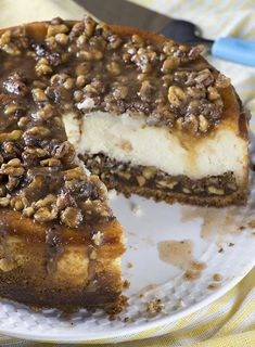 Pecan Pie Cheesecake Searching for a perfect autumn dessert, Pecan could be a great trick up your sleeve. If you combine them with the always decadent cheesecake, your Pecan Pie Cheesecake could become the ideal Thanksgiving treat. Fall Dessert Recipes, Köstliche Desserts, Chocolate Desserts, Delicious Desserts, Yummy Food, Health Desserts, Cinnamon Desserts, Dinner Recipes, Pecan Pies