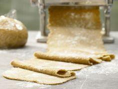 Vollkorn-Pastateig - (Grundrezept) - smarter - Kalorien: 480 Kcal - Zeit: 15 Min. | eatsmarter.de Zum Selbermachen ideal.