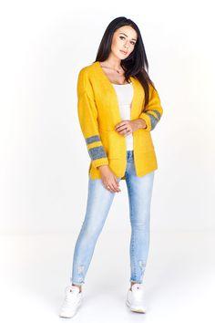 Dámský pletený kardigan s kapsami, na rukávech doplněno barevnými pruhy. Sweaters, Style, Fashion, Swag, Moda, Fashion Styles, Fasion, Sweater